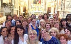 """Il Coro ACDMAE (con le """"colleghe"""" ucraine) in una pausa"""