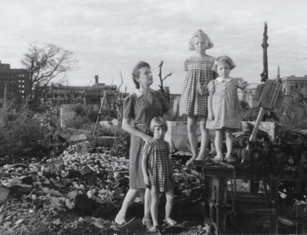 Topazia e le figlie a Nagoya dopo la liberazione