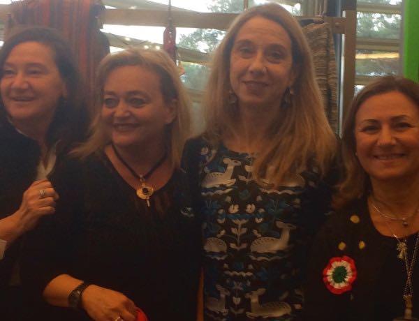 Da destra M.Antonietta, Eleonora Lucangeli Serra e colleghe al bazaar UNWG