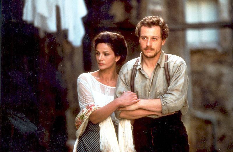 """Laura Morante, accanto a Stefano Accorsi, interpreta Sibilla Aleramo nel lm """"Un viaggio chiamato amore"""""""